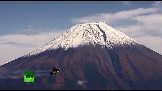 Швейцарский летчик-изобретатель Джетмен облетел Фудзияму в Японии