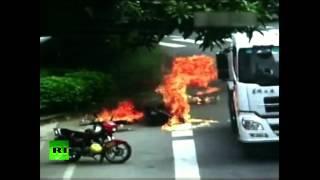 Китайская мотоциклистка едва не сгорела