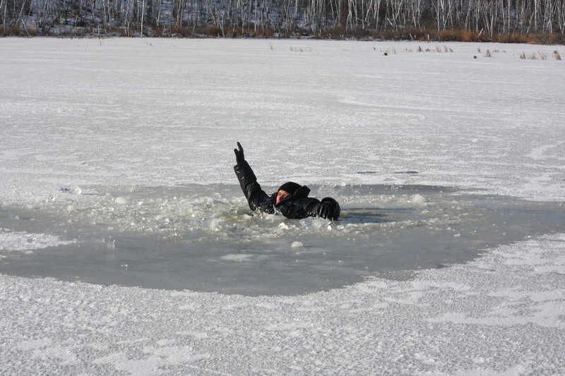 Рыбаки осторожно, тонкий лед!