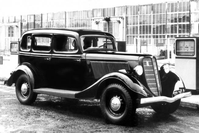 Триумф советского автопрома  ГАЗ-21 и Чайка.