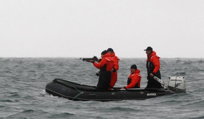 Путин пошел с арбалетом на кита