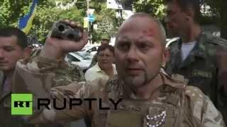 Свидомые подрались возле Верховной Рады в Киеве