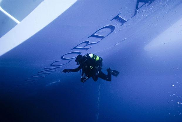 Подводные кадры лайнера Costa Concordia