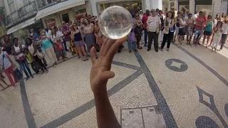 Португальский уличный исполнитель Луис Рейс