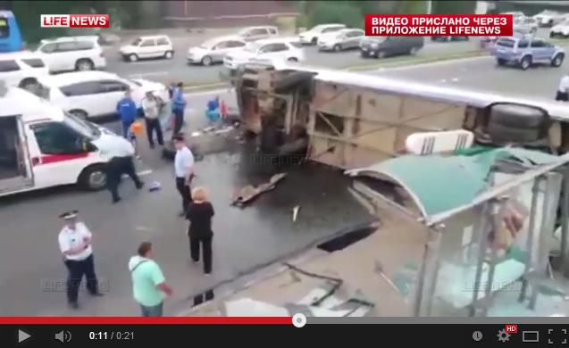 Автобус опрокинулся во Владивостоке