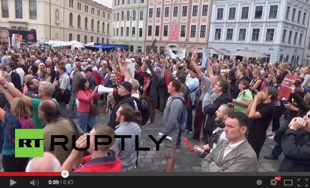 Немцы протестуют против политики Ангелы Меркель