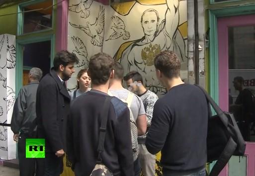 В Нью-Йорке открылся магазин футболок с Путиным