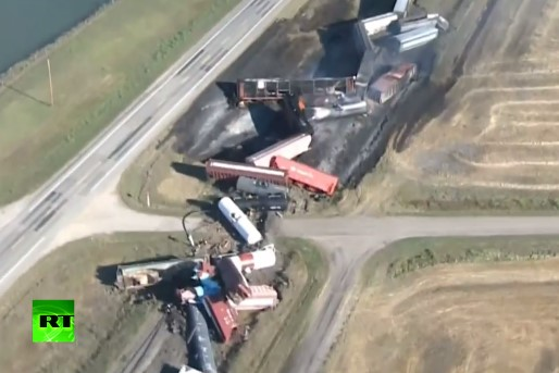 Поезд с соляной кислотой потерпел крушение в Канаде