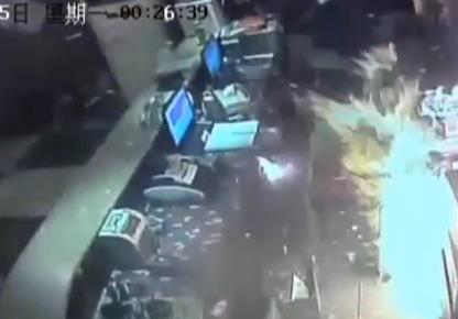 Пожар в караоке-баре в Китае (видео)
