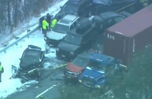 В США Нью-Гэмпшир столкнулись 35 автомобилей из-за снегопада