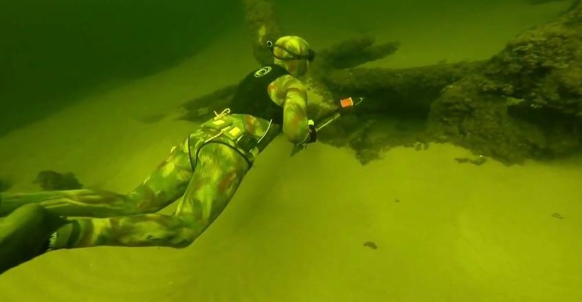 подводная охота на толстолобика видео смотреть