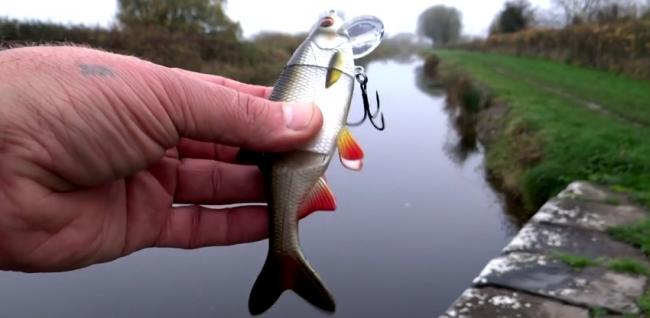 Рыбалка: щука атакует приманки. Видео