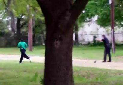 Полицейский в США 8 раз выстрелил в спину безоружному