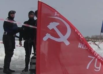 Водолазы Якутии погрузились под лед со Знаменем Победы