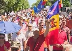 Тысячи молдаван вышли с протестом против правительства