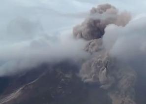 В Индонезии началось извержение вулкана Синабунг