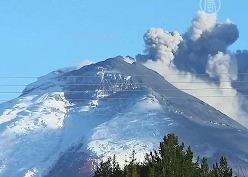 В Эквадоре вулкан Котопахи не утихает