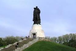 Русская служба BBC поиздевалась над памятником Воину Освободителю