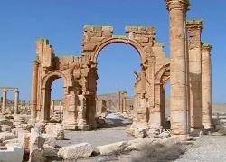 Американские друзья уничтожили Триумфальную арку в Пальмире