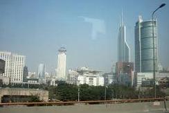 Руферы в Шанхае покорили 333-метровый небоскреб