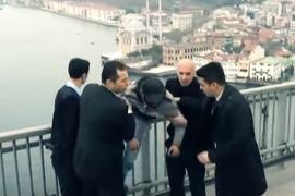 Эрдоган спас мужчину от самоубийства.