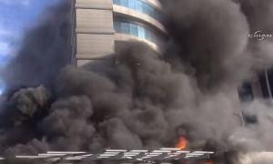 Видео: В Стамбуле загорелся отель