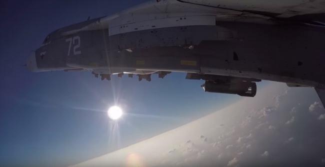 Боевой вылет бомбардировщика Су-24М с аэродрома Хмеймим по объектам террористов в Сирии.