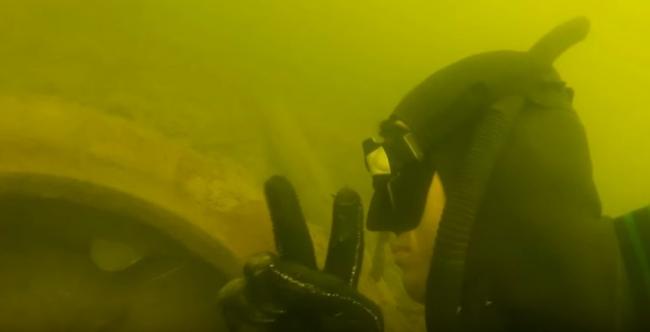 Сомик который живет в покрышке (Подводная охота на сома)