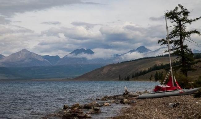 Издавна монгольское озеро Хубсугул считают младшим братом Байкала