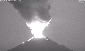Извержение вулкана Попокатепетль в Мексике (видео)