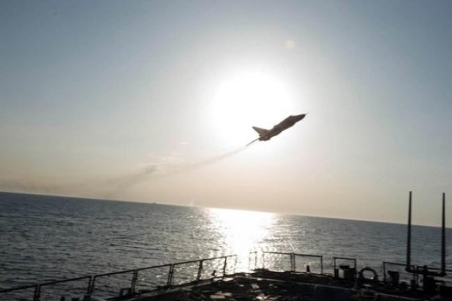 Су-24 над эсминцем USS Donald Cook