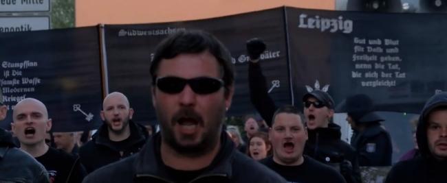 Марш фашистов в Германии в честь дня рождения Адольфа Гитлера.