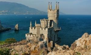 Евпатория, Ялта и Севастополь  вошли в десятку наиболее популярных среди россиян городов для летнего отдыха