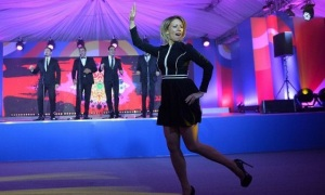 Мария Захарова танцует калинку на 15-сантиметровых шпильках