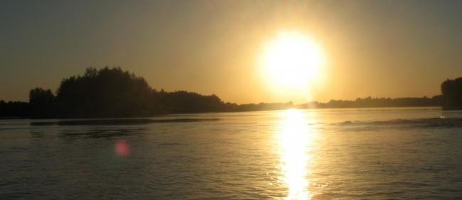 В нижнем течении, после впадения Камы, Волга становится могучей рекой