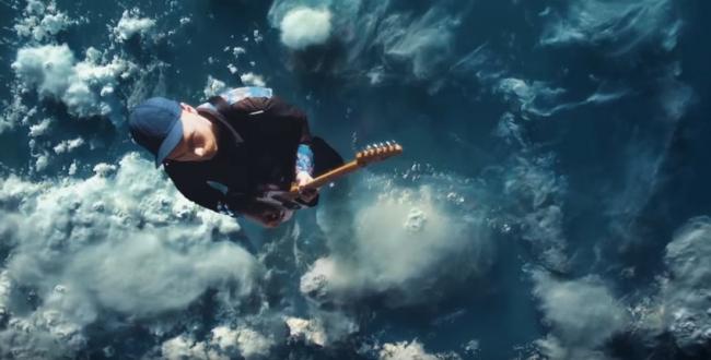 Очень необычный клип от Coldplay