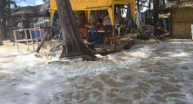 На Пхукет обрушились мощнейшие шторм (ФОТО, ВИДЕО)