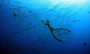 Как надолго и с удовольствием задержать дыхание под водой