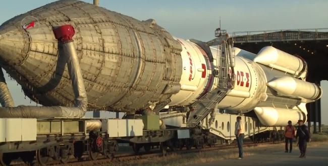 Вывоз РКН Протон-М на космодроме Байконур, с КА Intelsat DLA-2