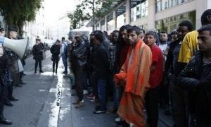 Видео 360: протест мигрантов в Париже