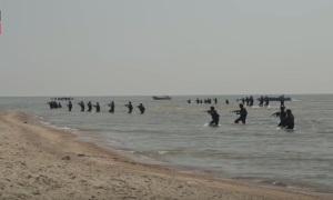 Гиви высадился с моря, под Широкино