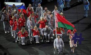 Белорус Андрей Фомочкин пронес российский флаг на открытии Паралимпиады
