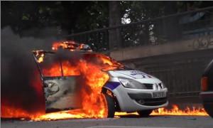 Франция: Полицейских забросали коктейлями Молотова