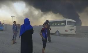 Горит серный завод под Мосулом 1000 человек пострадали. (международной общественности плевать)
