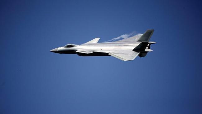 Китай представил истребитель пятого поколения J-20