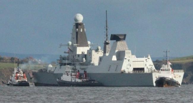 Британский эсминец «Дункан» сломался (отбуксирован на веревке в порт)