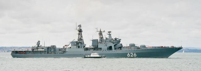 Вице-адмирал Кулаков оказал помощь терпящему бедствие украинскому рыболовецкому судну «097»