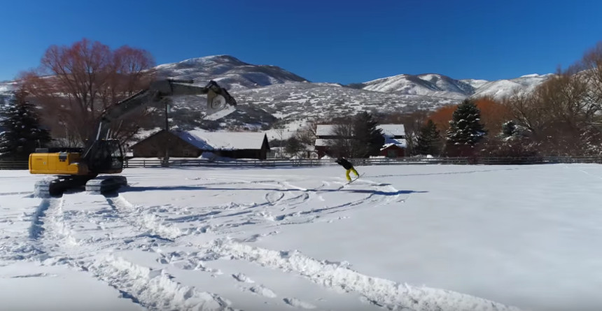 Гусеничный экскаватор и сноуборд! В 4К!