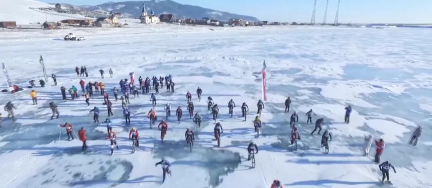 205 километров - на велосипеде по замёрзшему озеру: на Байкале завершилась гонка «Ледовый шторм».