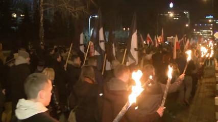 Польские фашисты маршируют в честь (проклятых солдат)